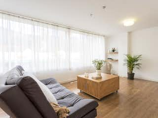 Una sala de estar llena de muebles y una televisión de pantalla plana en castelar del Poblado