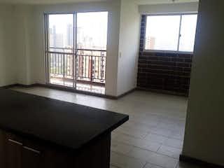 Una cocina con un gran ventanal en ella en URB ALTOS DE MANANTIALES