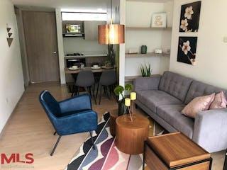 Una sala de estar llena de muebles y una lámpara en Maderos del Retiro