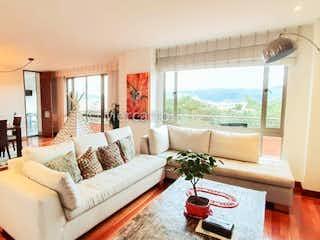 Una sala de estar llena de muebles y una ventana en Apartamento en venta en Barrio Niza, 318mt con terraza