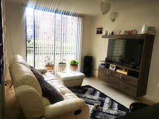 Una sala de estar llena de muebles y una televisión de pantalla plana en Apartamento en venta en Madrid, 60mt
