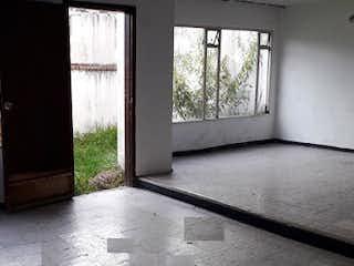 Una vista de una sala de estar desde una ventana en Casa en venta en Los Ándes, 165mt de dos niveles