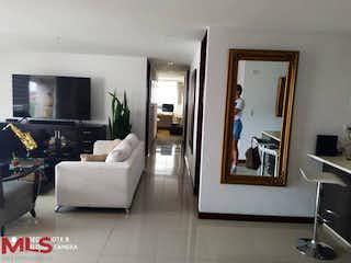 Una sala de estar llena de muebles y una televisión de pantalla plana en Molinos De Zúñiga