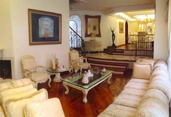 Casa en Casa Blanca Suba, Britalia Norte - 320mt, tres niveles, cuatro alcobas