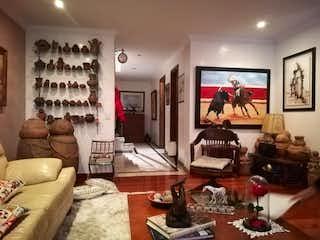 Una sala de estar llena de muebles y decoración en Kaoba