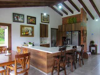 Una sala de estar llena de muchos muebles en Casa en venta en San Nicolás de 150mts