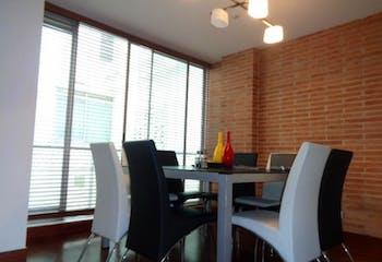 Apartamento En Venta En Bogota Chico Navarra Sala comedor con chimenea, estudio y estar de tv