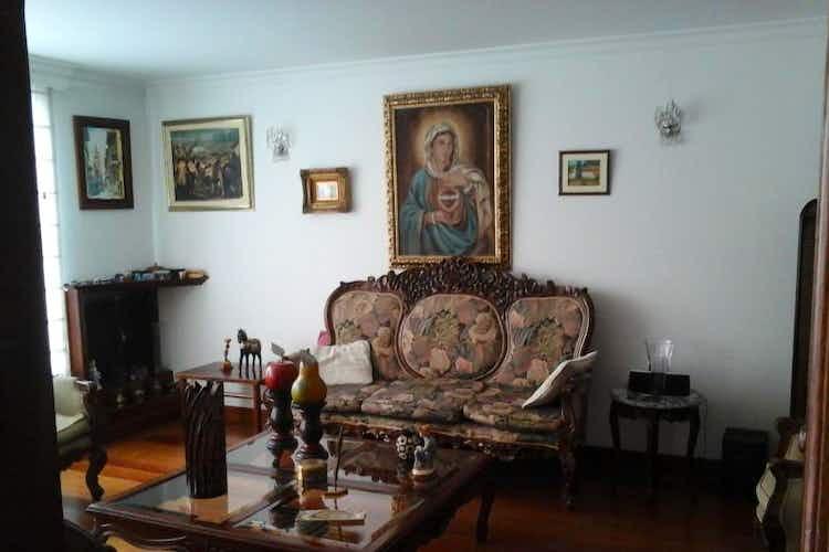 Portada Casa En Venta En Bogota El Batan sala con chimenea