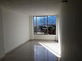Un cuarto de baño con una puerta de cristal y una ventana en Apartamento en venta en El Trianón de  3 habitaciones