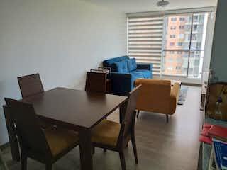 Una sala de estar llena de muebles y una ventana en Apartamento en venta en Kennedy de 3 habitaciones