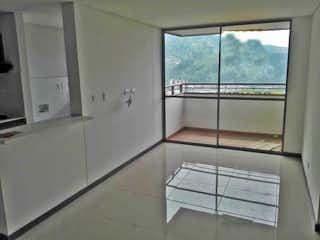 Un baño con un gran ventanal y un gran ventanal en Apartamento en venta en Ditaires de  3 habtiaciones