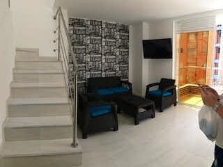 Una sala de estar llena de muebles y una chimenea en Apartamento en venta en Velódromo de 2 habitaciones