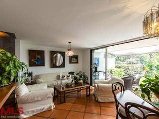 Una sala de estar llena de muebles y una gran ventana en Altos de Claraval (La Sebastiana)