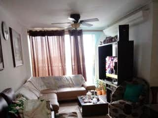 Una sala de estar llena de muebles y una ventana en Apartamento en venta en Los Colores de  3 habitaciones