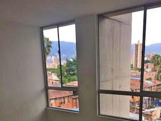 Un baño con una ventana, un lavabo y una ventana en Apartamento en venta en Calasanz de dos habitaciones