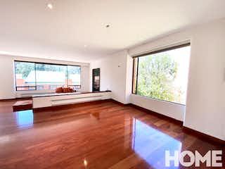 Una sala de estar llena de muebles y una televisión de pantalla plana en BOSQUES DEL MARQUEZ