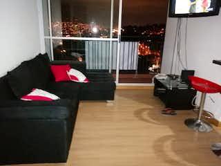 Una sala de estar llena de muebles y una ventana en Apartamento en venta en Barrio Obrero de tres alcobas