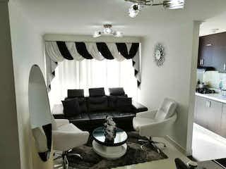 Un cuarto de baño con un inodoro y un lavabo en Apartamento en venta en Niquía de dos habitaciones
