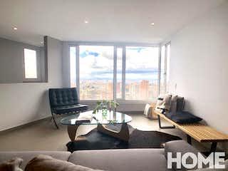 Una sala de estar llena de muebles y una ventana en Apartamento en venta en Rosales de 113m2