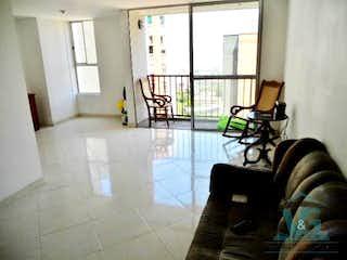 Una sala de estar llena de muebles y una ventana en Dominica