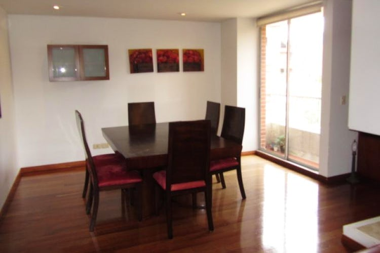 Foto 3 de Apartamento En Venta En Bogota La Carolina con Tres alcobas cada una con baño.