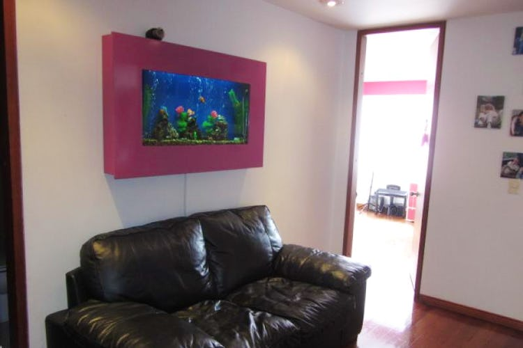 Foto 6 de Apartamento En Venta En Bogota La Carolina con Tres alcobas cada una con baño.