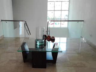 Una cocina con un lavabo y una mesa en ella en Casa en venta en Los Balsos de 380mts