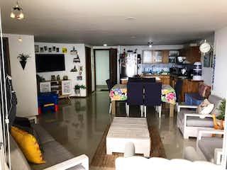 Una sala de estar llena de muebles y una televisión de pantalla plana en Odonato