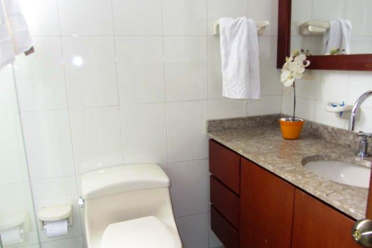 Foto 11 de Apartamento En Venta En Bogota La Carolina con Tres alcobas cada una con baño.