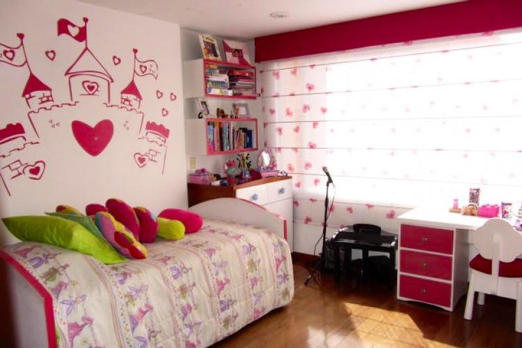 Foto 14 de Apartamento En Venta En Bogota La Carolina con Tres alcobas cada una con baño.