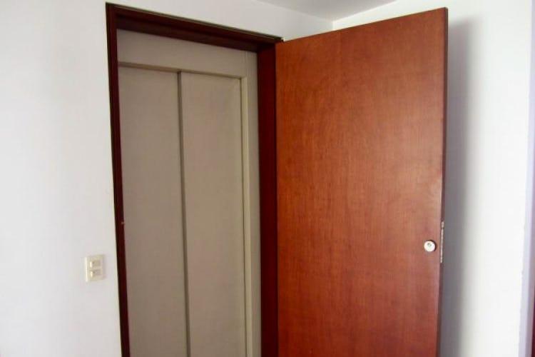 Foto 18 de Apartamento En Venta En Bogota La Carolina con Tres alcobas cada una con baño.