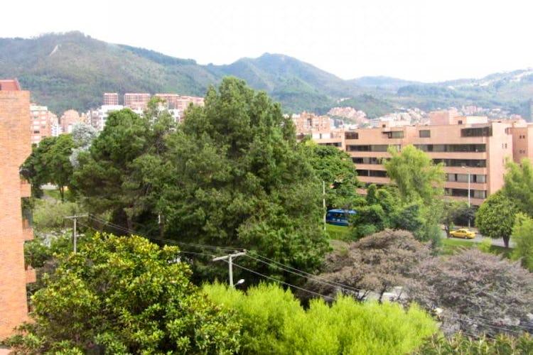 Foto 19 de Apartamento En Venta En Bogota La Carolina con Tres alcobas cada una con baño.