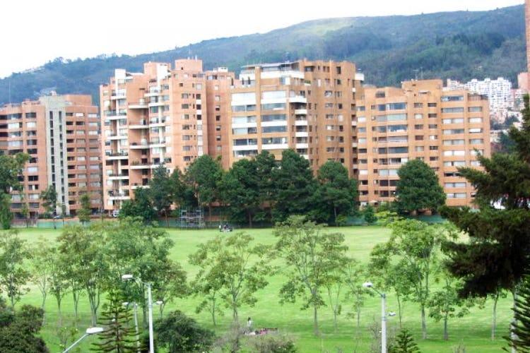 Foto 20 de Apartamento En Venta En Bogota La Carolina con Tres alcobas cada una con baño.