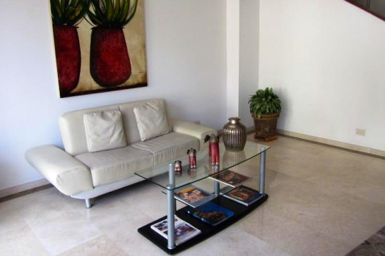 Foto 21 de Apartamento En Venta En Bogota La Carolina con Tres alcobas cada una con baño.