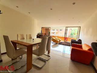 Una sala de estar llena de muebles y una televisión de pantalla plana en San Juan De Las Orquideas