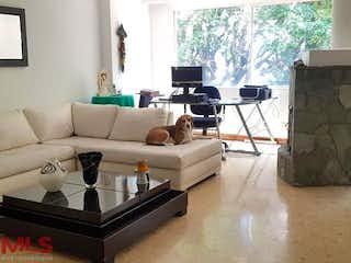 Una sala de estar llena de muebles y una ventana en Tierra Linda (EL Esmeraldal)