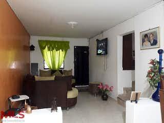 Una sala de estar llena de muebles y una planta en maceta en Casa en venta en Doce de Octubre No.1, de 72mtrs2