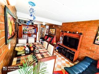 Una sala de estar llena de muebles y una televisión de pantalla plana en Casa en venta en La Coruña de 2 habtiaciones