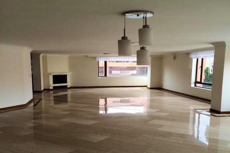 Foto 1 de Apartamento en Bogota Santa Barbara Occidental - tres alcobas c/u con baño