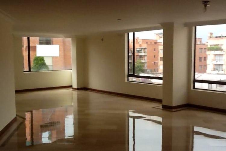 Foto 2 de Apartamento en Bogota Santa Barbara Occidental - tres alcobas c/u con baño