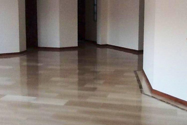 Foto 4 de Apartamento en Bogota Santa Barbara Occidental - tres alcobas c/u con baño