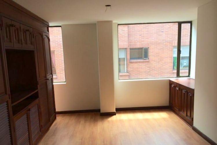Foto 6 de Apartamento en Bogota Santa Barbara Occidental - tres alcobas c/u con baño