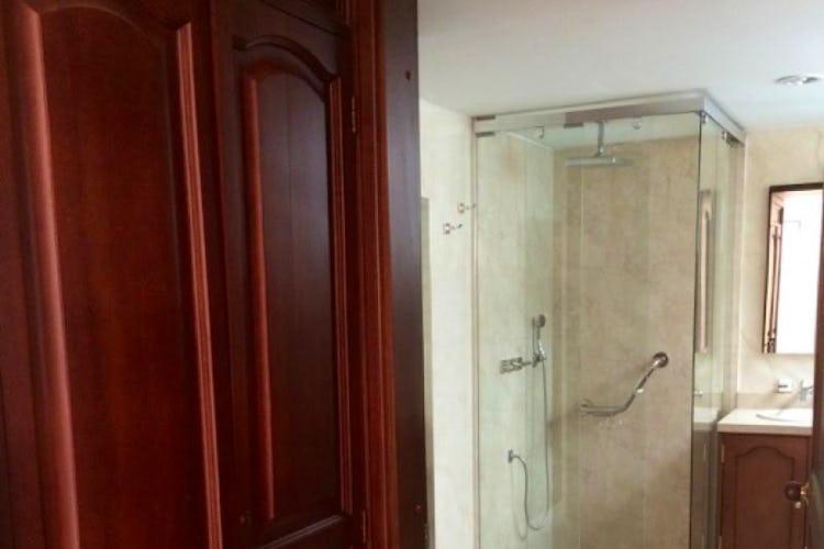 Foto 12 de Apartamento en Bogota Santa Barbara Occidental - tres alcobas c/u con baño