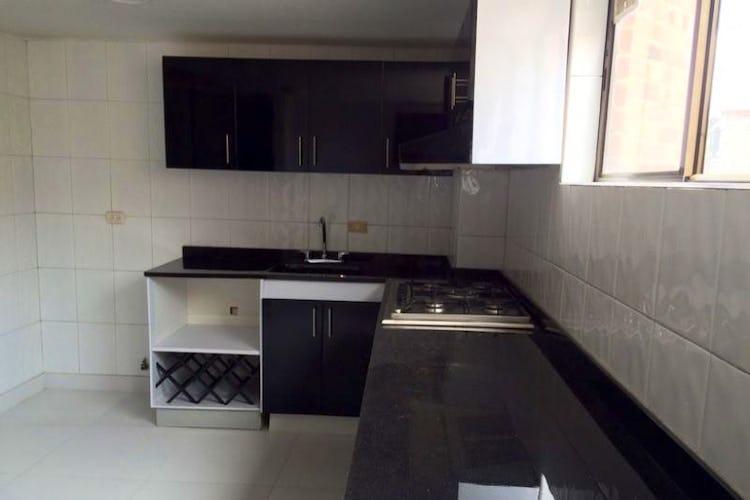 Foto 14 de Apartamento en Bogota Santa Barbara Occidental - tres alcobas c/u con baño