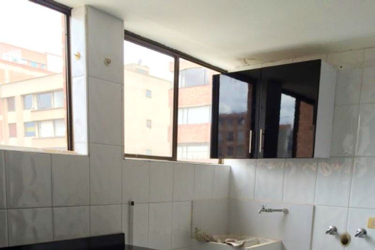 Foto 16 de Apartamento en Bogota Santa Barbara Occidental - tres alcobas c/u con baño