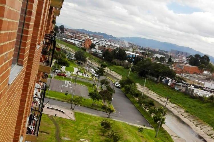Foto 7 de Apartamento En Bogota-Marsella con vista exterior a los cerros.