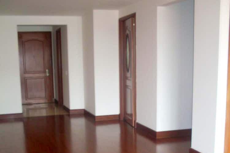 Portada Apartamento en Bogota Santa Barbara Occidental - dos garajes independientes y depósito
