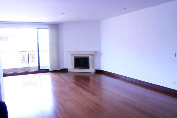 Foto 2 de Apartamento en Bogota Santa Barbara Occidental - dos garajes independientes y depósito