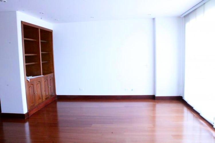Foto 3 de Apartamento en Bogota Santa Barbara Occidental - dos garajes independientes y depósito