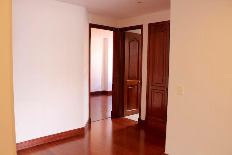 Foto 4 de Apartamento en Bogota Santa Barbara Occidental - dos garajes independientes y depósito